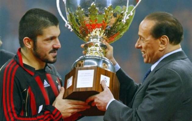 Berlusconi consegna trofeo a Gattus