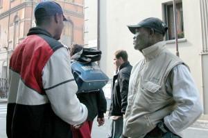 Immigrati in fuga dall'Italia in crisi
